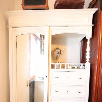 Armadio a un'anta con specchio bianco shabby