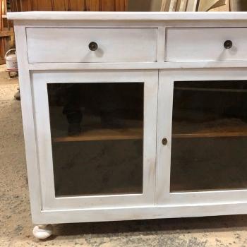 Credenza a due ante colore bianco shabby con due ante vetrate