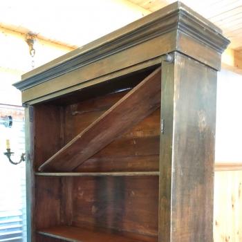 Libreria originale toscana con ripiani