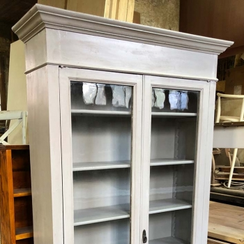Libreria vetrina antica colore grigio chiaro