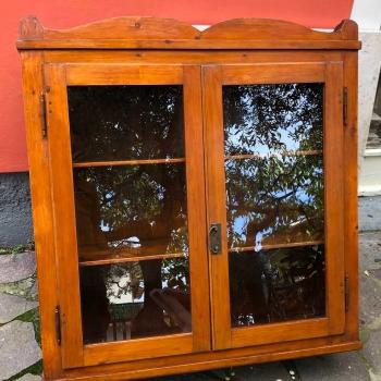 Pensile a vetro a due ante originale antico in abete