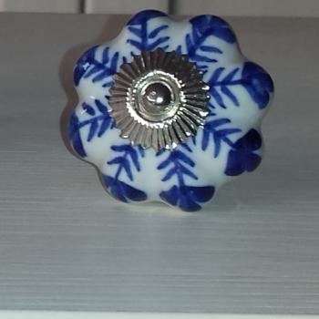 Pomello fiori blu
