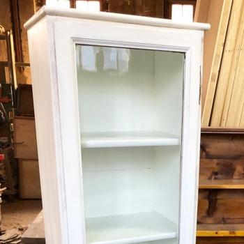 Stipo armadietto vetrina libreria con quattro ripiani interni