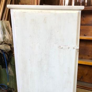 Stipo colore bianco shabby con tre ripiani interni