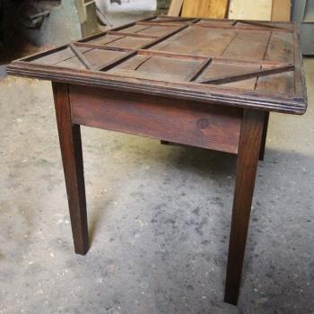 Tavolino da calzolaio con cassetto
