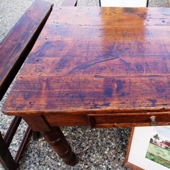 Tavolo in abete tornito