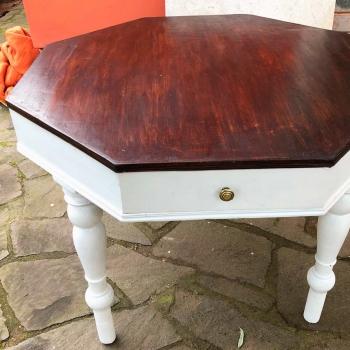 Tavolo ottagonale in abete originale toscano a quattro cassetti